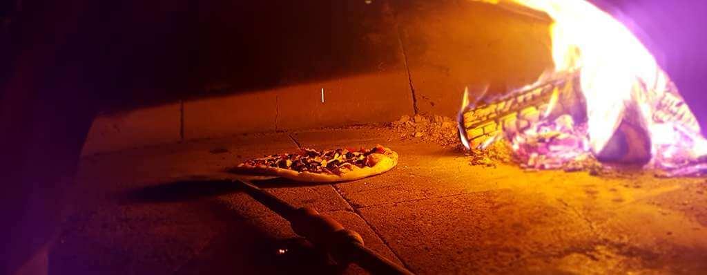 PIZZA pe vatra cu lemne Ricetta